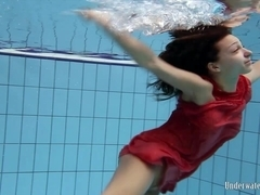 UnderwaterShow Video: Anna in the pool