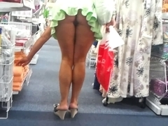 shoping upskirt no pants