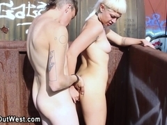 Amateur girlfriend fucked outdoors