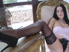 Glamorous harlot Mia Manarote displays her foot fetish desire