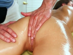 Lizz Tayler has her dripping pussy ate out